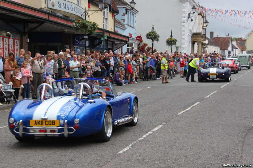 The Cavalcade heads up the High St.