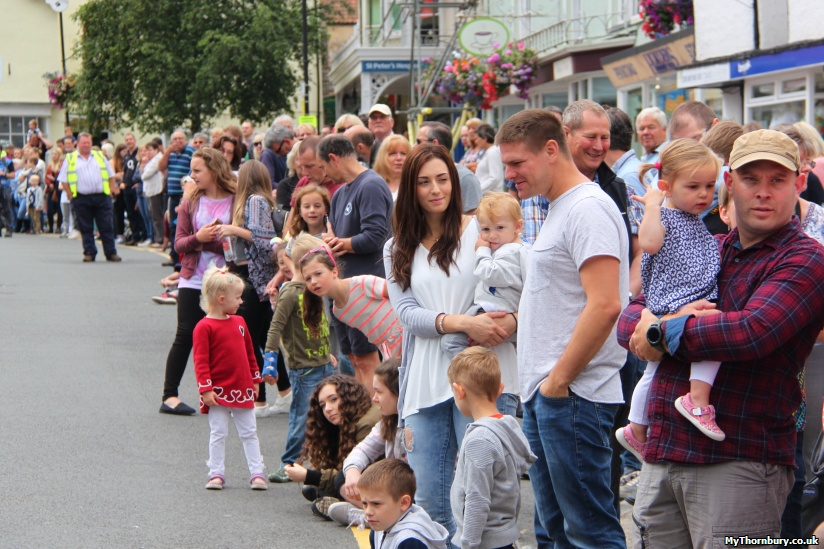 The crowds on the High Street