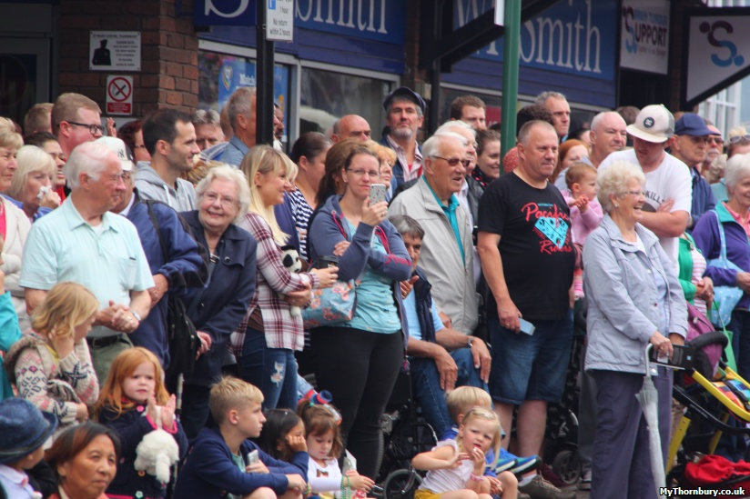 Crowds on the High Street